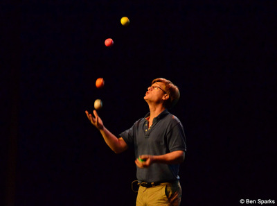 Colin Wright juggling