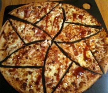Unusual way of cutting pizza