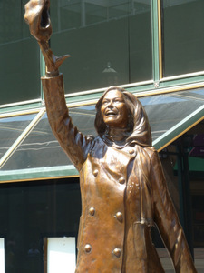 Statue of Mary Tyler Moore